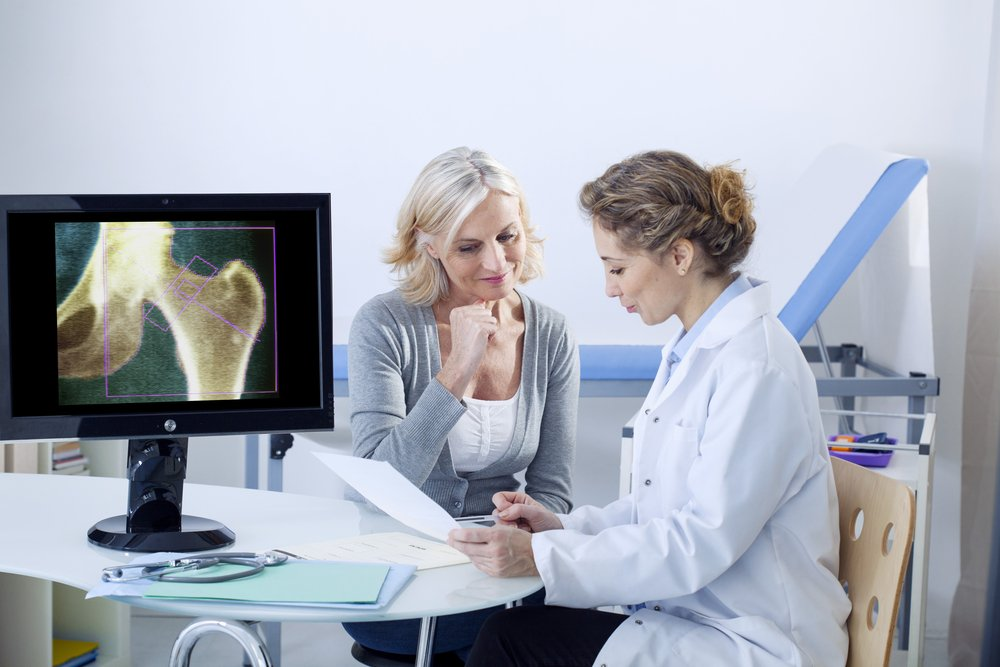 По рекомендации ревматолога или другого врача