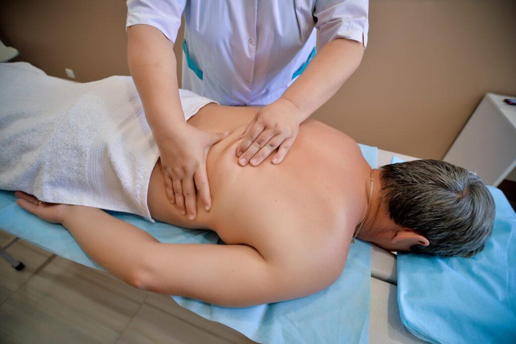 Мануальную терапию относят к этой медицинской области