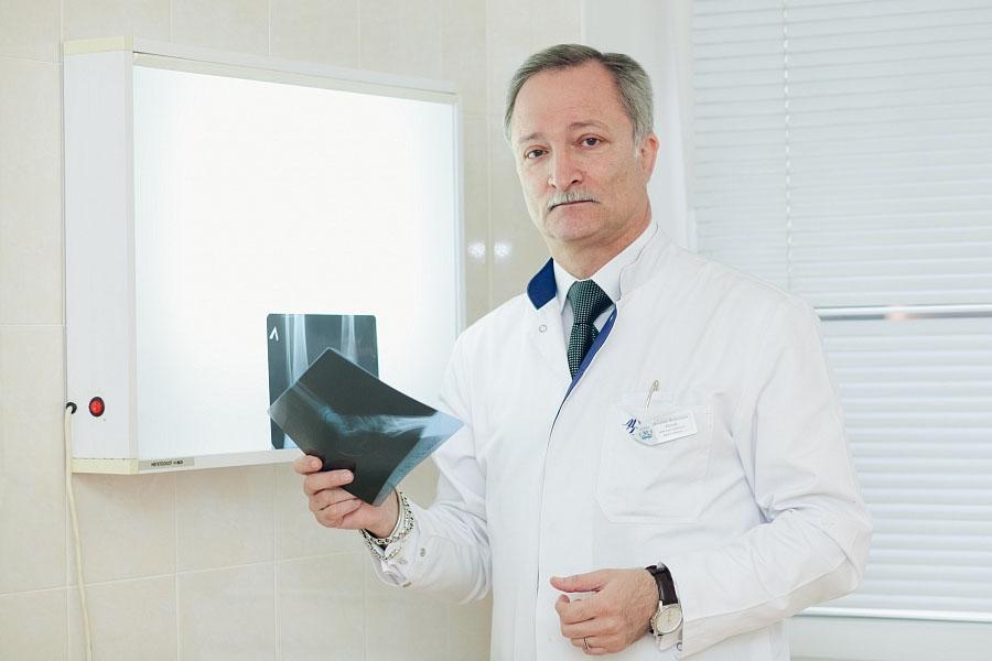 Выпрямление лордоза возможно под контролем ортопеда