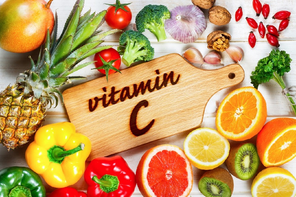 Витамин С при коронавирусе можно получить из продуктов